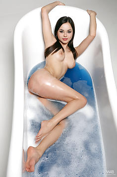 Li Moon - Blue Water Nude Gallery