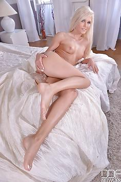 Candee Licious - DDF Network Nude Gallery