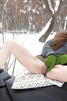 Leona Mia Gets Naked Outdoors - Watch 4 Beauty Nude Gallery