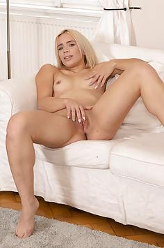 Sweet Daniela Ozth gets a couple of orgasms - TmwVRnet Nude Gallery