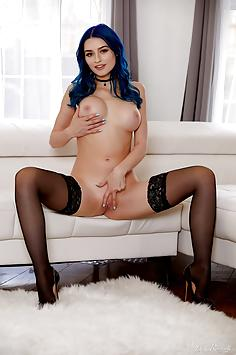 Blue haired Jewelz Blu In black stockings and heels - Holly Randall Nude Gallery