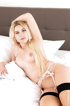 Curvy blonde Lilly Bella spreading in bed